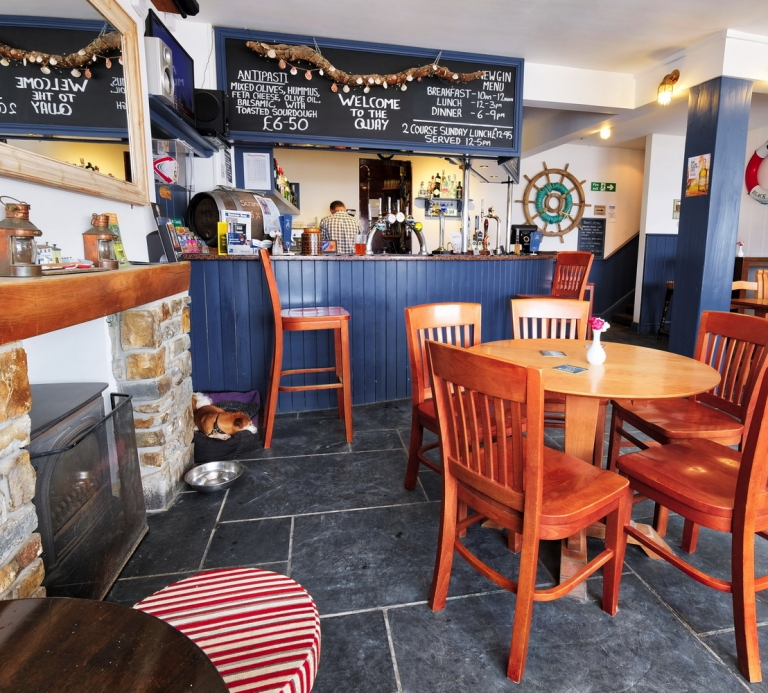 The-Quay-Inn-Instow-Bar-11